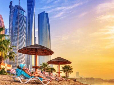 Dubai-strand-en-gebouwen-848x500